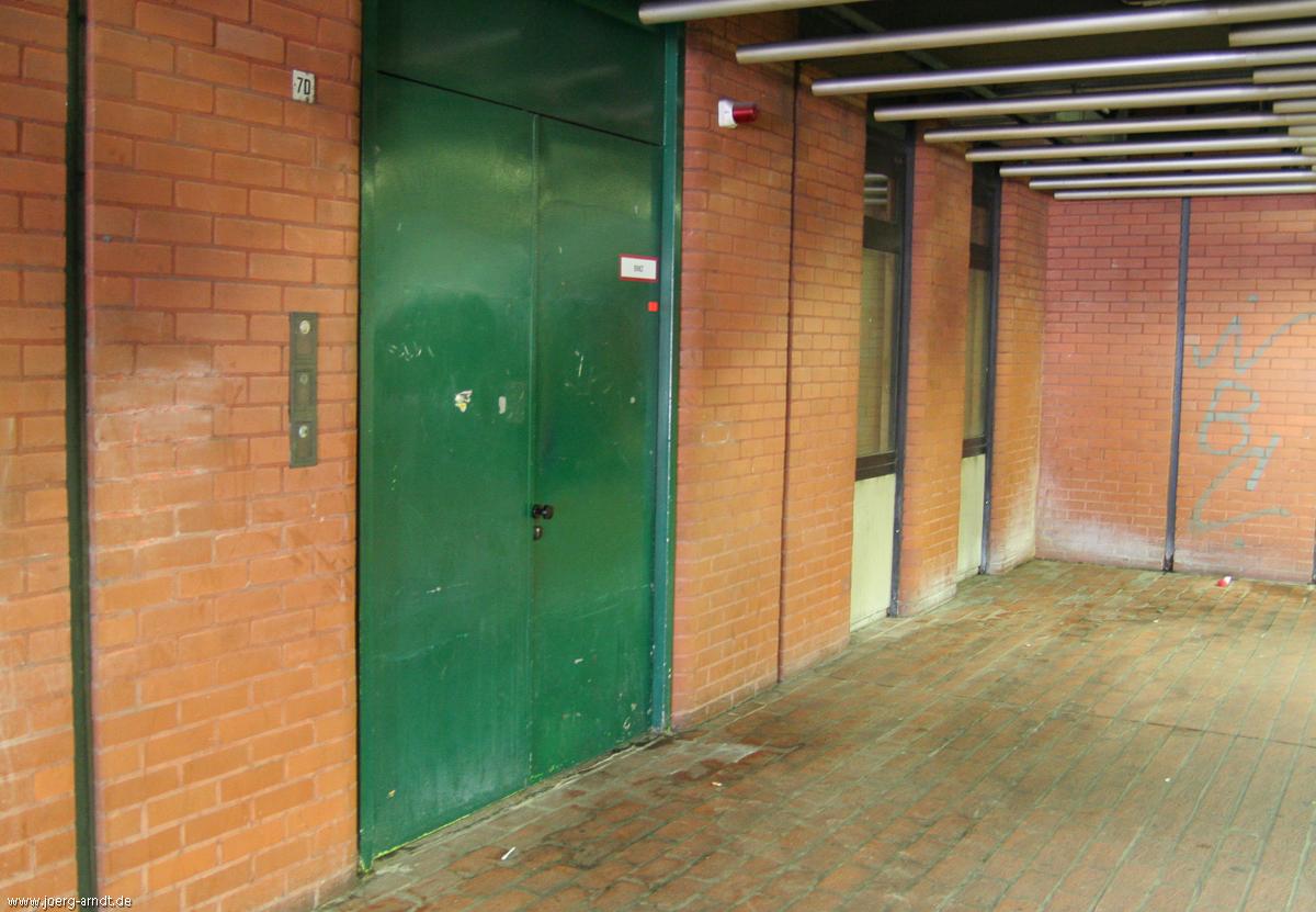 Eine unscheinbare Tür am Raschplatz. Wer ahnt schon...