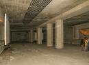Die Location wird hin und wieder für kleine Konzerte oder besondere Events genutzt, daher auch die Leinwände.