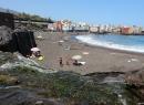 Das Wasser läuft über den Strand ins Meer und kann prima zum Spielen und Buddeln genutzt werden.