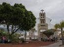 Parroquia De Santa Rita: Die Kirche von Punta Brava liegt direkt gegenüber des Haupteingangs vom Loro Parque.