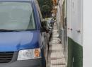 """Der """"Fußweg"""" an der Calle Vicor Machado ist eher etwas für schmal gebaute Menschen..."""