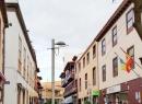 Auf der anderen Seite des Hafens führt die Calle Santo Domingo in Richtung San Telmo-Promenade.