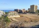 Blick auf die Sportanlage neben dem Barranco San Felipe samt Hotel Tenerife - so heißt das vor einigen Jahren sanierte Hotel Florida jetzt.