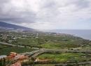Hier seht ihr den Ausblick vom Mirador Humboldt auf Puerto - samt malerischer Autobahn.