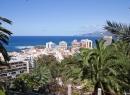 """Blick nach Norden über den neuen Teil Puertos mit weiteren """"schmucken"""" Hotel-Blöcken."""