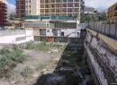 """Abgesehen von den Hochhäusern gibt es sind hier einige der """"Schmuddelecken"""" von Puerto. Hinter dem Hotel Orotava klaffte jahrelang diese Baulücke."""