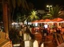 """Abends wird auf der Promenade das """"übliche"""" Programm geboten: Essen, bummeln, Cocktails schlürfen. Die oblgatorischen Straßenmaler fehlen natürlich auch nicht."""