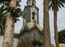 Auf der Plaza de la Iglesia spenden Palmen Schatten - wenn denn die Sonne scheint...