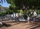 Hier zu sehen ist DER Platz in Puerto: Die Plaza del Charco. Hier gibt's viele Restaurants und einen schönen Spielplatz.