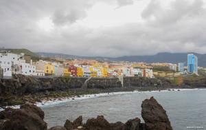 Blick von einem vorgelagerten Felsen auf Punta Brava.