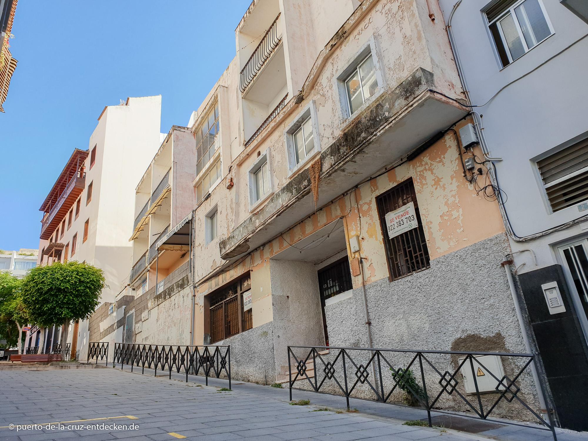 Neue Straßen, leerstehende Gebäude: Auch in diesem Teil Puertos gibt es an einigen Stellen noch Sanierungsbedarf.